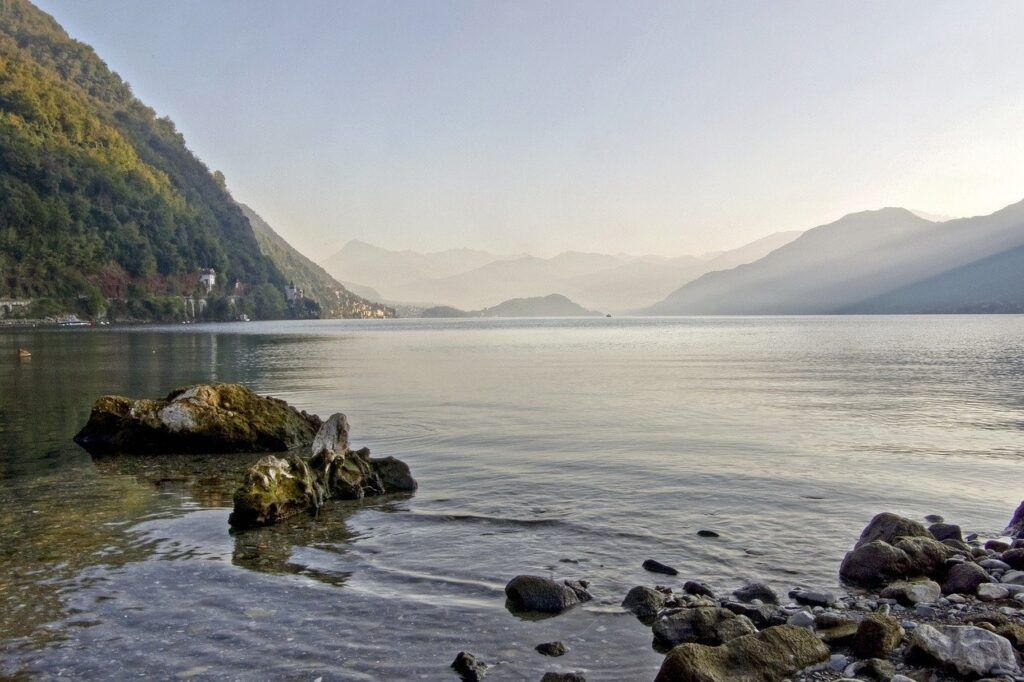 picture of Lake Como andscape